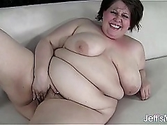 Fresh-faced fatty Khloe Kanyon masterbates until she orgasms